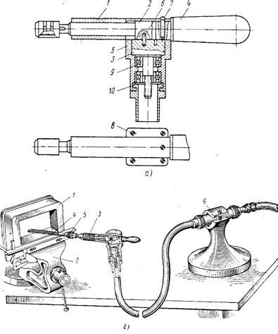 Механический напильник:а—схема устройства привода; б - напильник в рабочем положении: 1- деталь; 2 - тиски; 3...